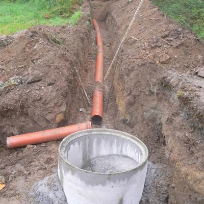 Colocación tubería de saneamiento y pozos de registro